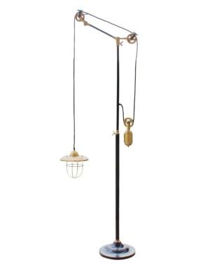 Lampa stojąca z przeciwagą