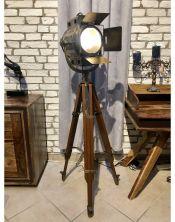"Metalowa lampa na trójnogu ""Spotlight"""